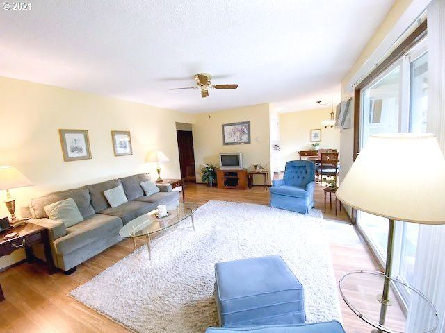 Photo of 10850 SW MEADOWBROOK DR #54, Tigard, OR 97224 (MLS # 21448409)