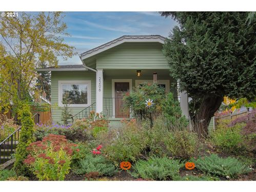 Photo of 2206 SE 52ND AVE, Portland, OR 97215 (MLS # 21304411)