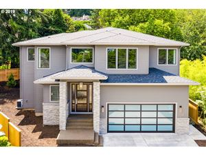Photo of 17990 RIDGE LAKE DR, Lake Oswego, OR 97034 (MLS # 19263413)