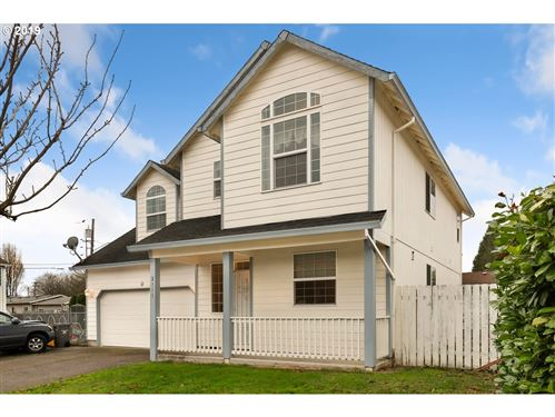Photo of 2333 SE 98TH AVE, Portland, OR 97216 (MLS # 19301416)