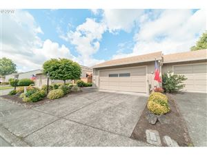 Photo of 15395 SW OAKTREE LN, Tigard, OR 97224 (MLS # 19234420)