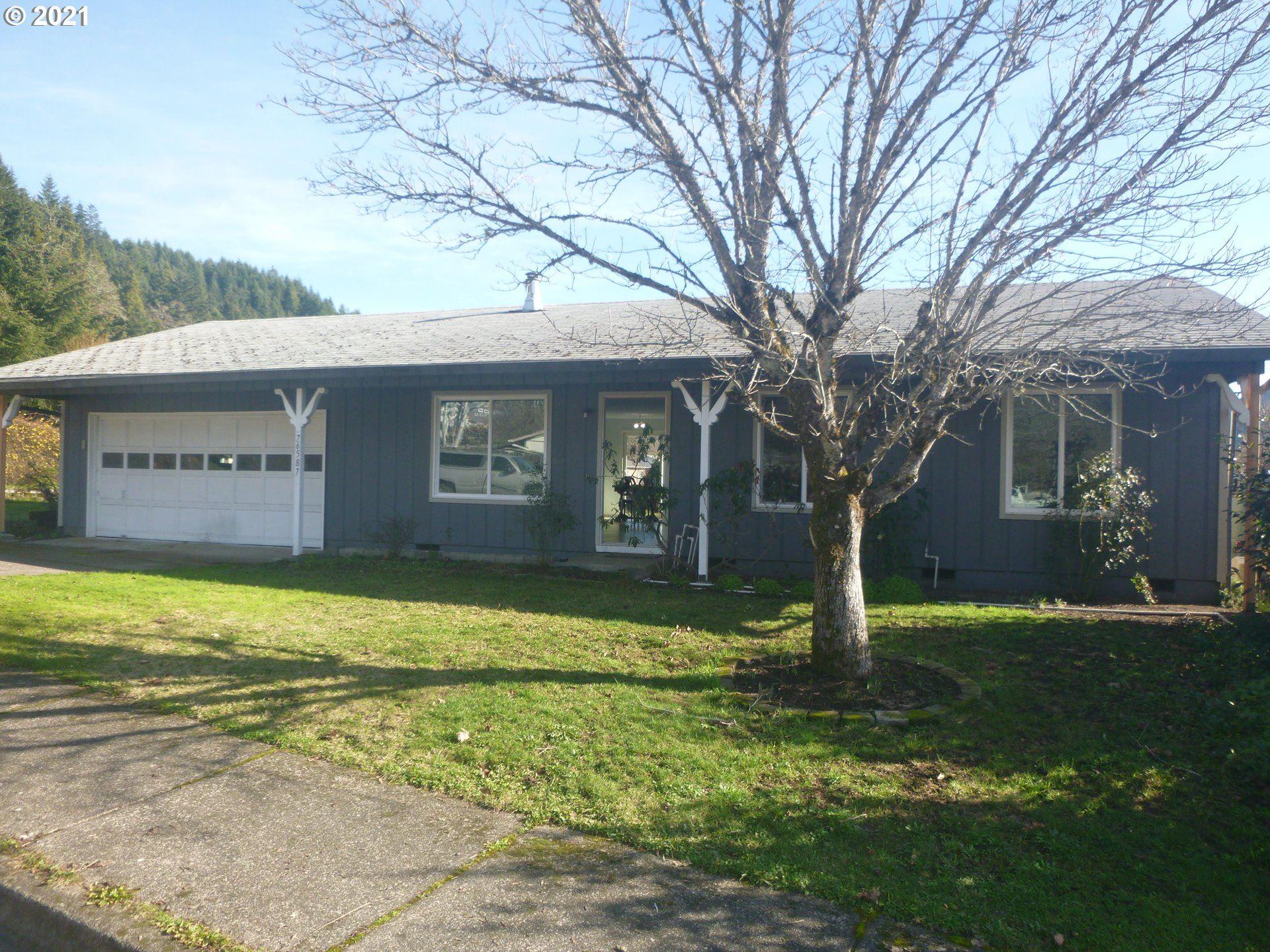 Photo for 76587 GREENRIDGE DR, Oakridge, OR 97463 (MLS # 21278420)