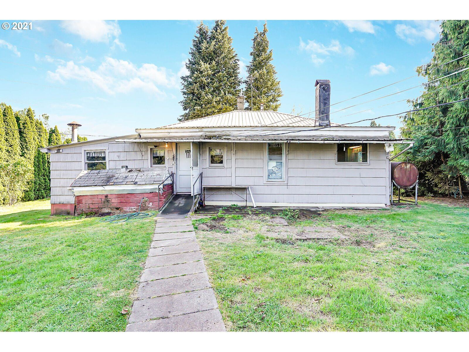 Photo of 21811 COLE LN, Aurora, OR 97002 (MLS # 21231421)