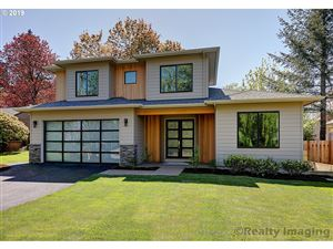 Photo of 5540 SW BRUGGER ST, Portland, OR 97219 (MLS # 19116422)