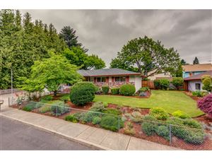 Photo of 9935 SE TAGGART ST, Portland, OR 97266 (MLS # 19418429)