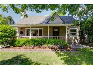 Photo of 7325 SW 35TH AVE, Portland, OR 97219 (MLS # 19007432)