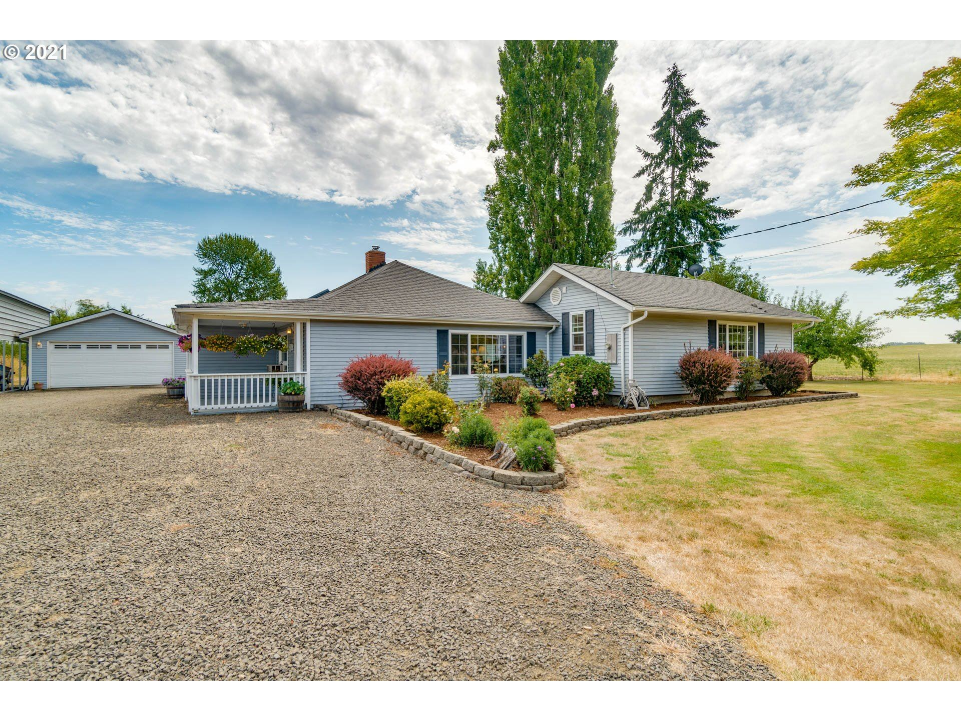 Photo of 17555 SW MUDDY VALLEY RD, McMinnville, OR 97128 (MLS # 21129433)