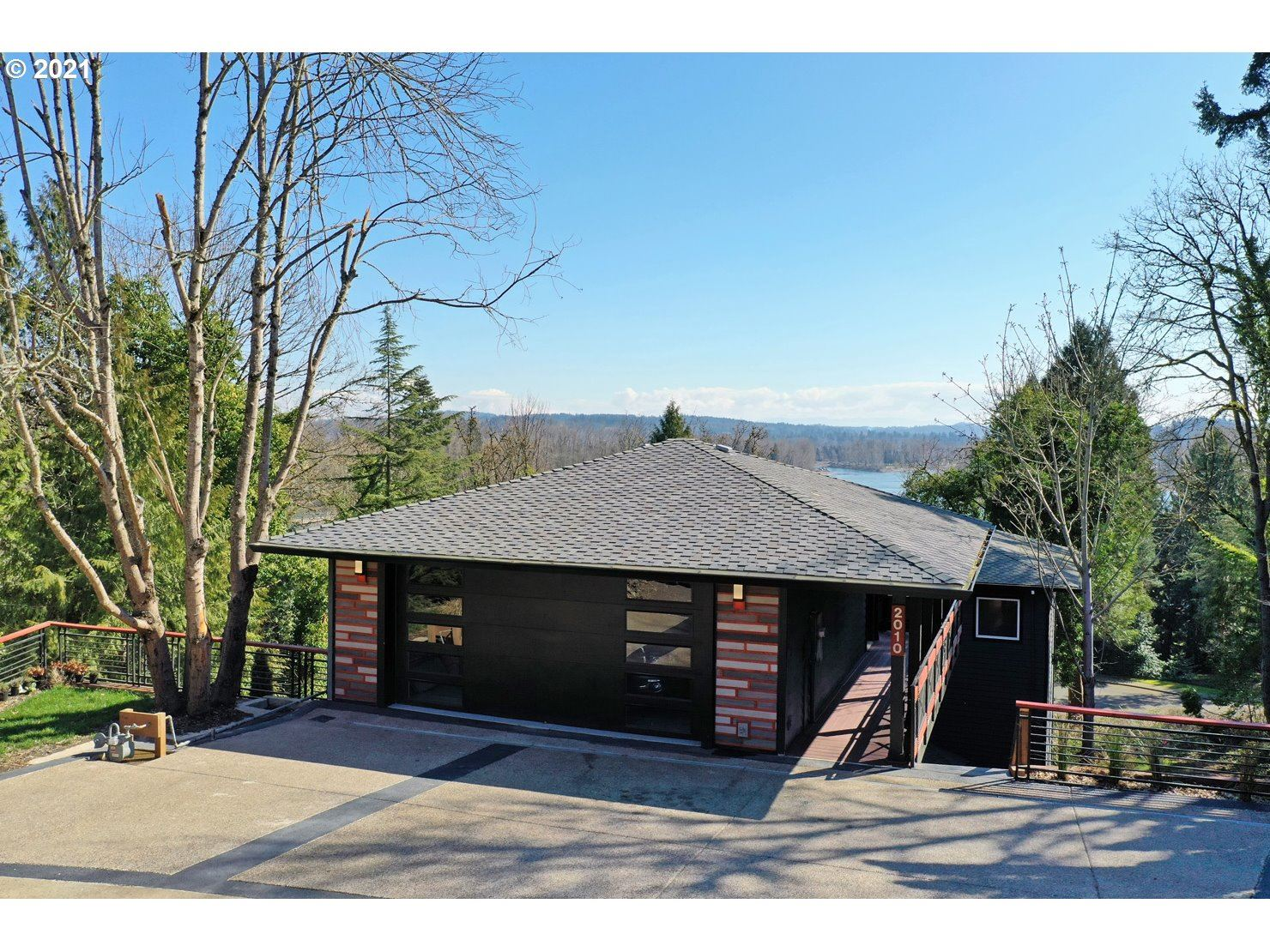 Photo of 2010 MAPLE TER, West Linn, OR 97068 (MLS # 21034441)