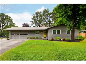 Photo of 6141 SW SOUTHWOOD DR, Portland, OR 97219 (MLS # 19689446)