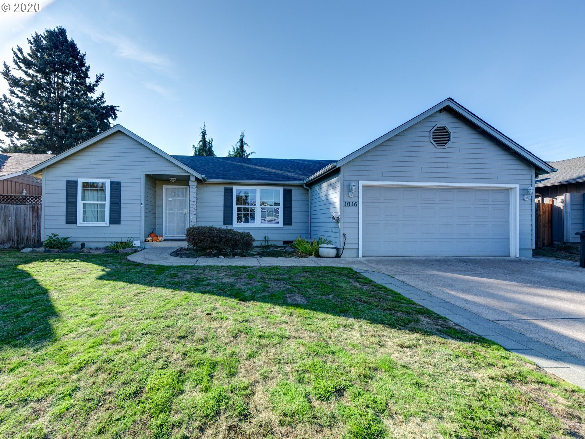 Photo for 1016 ASH GROVE LOOP, Creswell, OR 97426 (MLS # 20353452)