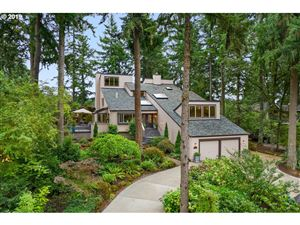 Photo of 1990 Indian Trail, Lake Oswego, OR 97034 (MLS # 19138453)