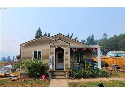Photo of 76482 CEDAR ST, Oakridge, OR 97463 (MLS # 21026468)