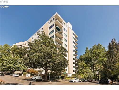 Photo of 2211 SW PARK PL #1003, Portland, OR 97205 (MLS # 19548470)