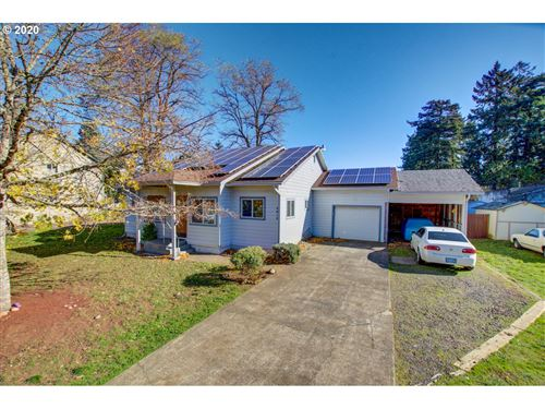 Photo of 3012 SE 138TH AVE, Portland, OR 97236 (MLS # 19592471)