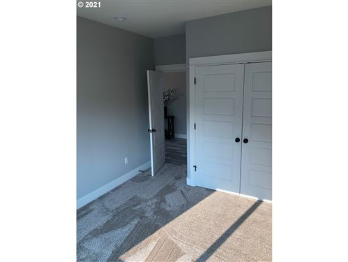 Tiny photo for 38979 Rogers LN, Dexter, OR 97431 (MLS # 21332471)