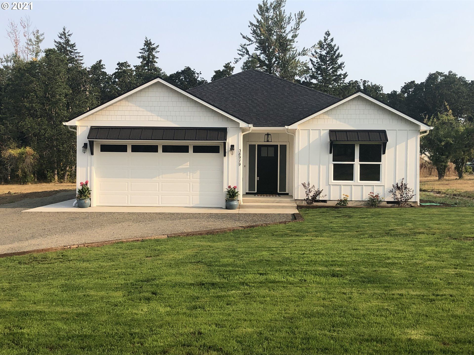 Photo for 38979 Rogers LN, Dexter, OR 97431 (MLS # 21332471)