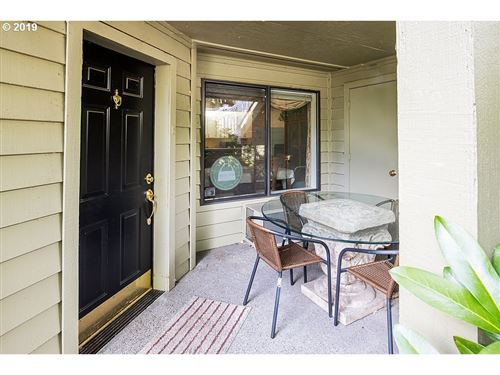 Photo of 5053 FOOTHILLS DR #D, Lake Oswego, OR 97034 (MLS # 20629476)