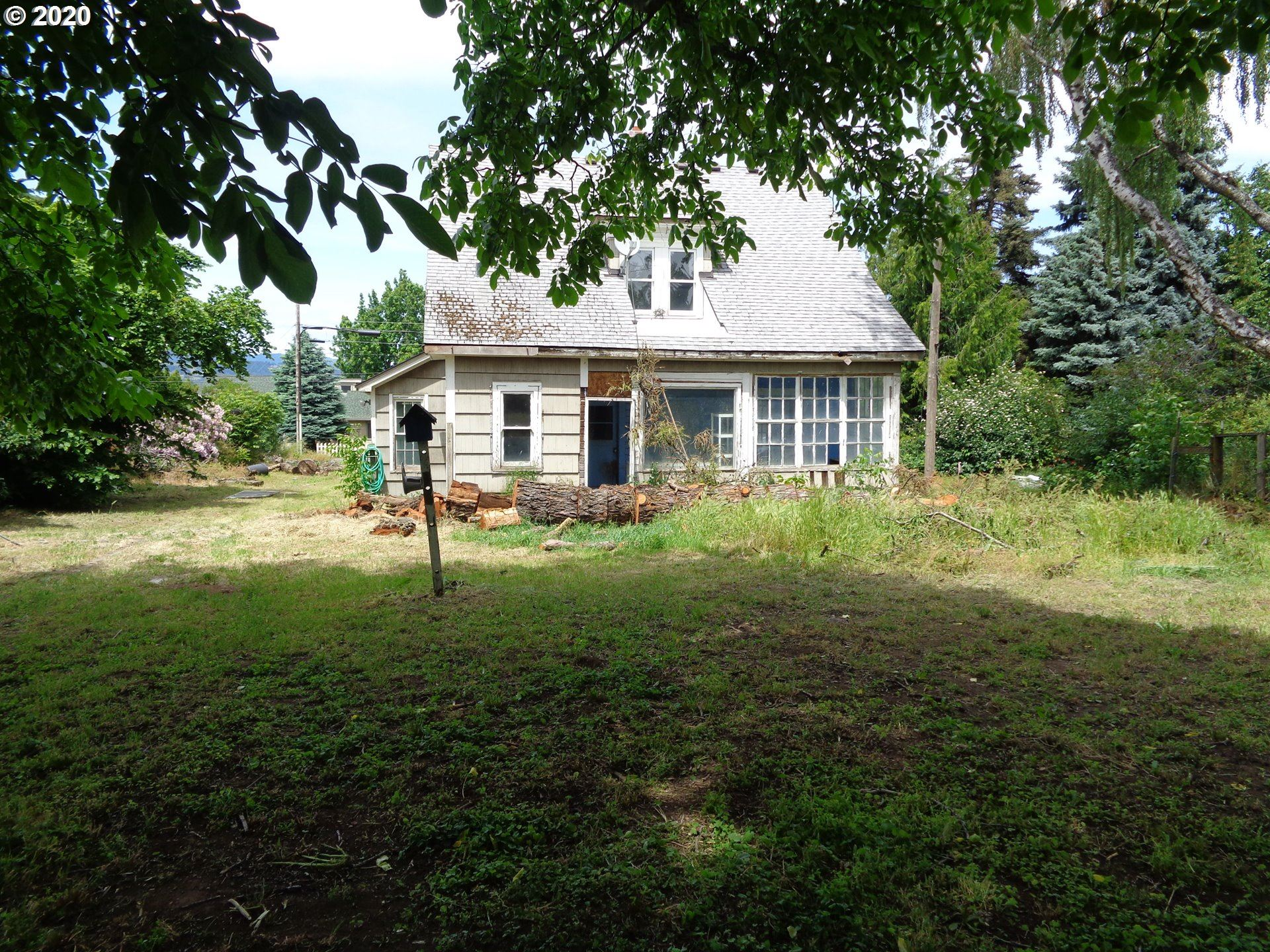 Photo of 2495 BELMONT DR, Hood River, OR 97031 (MLS # 20049476)