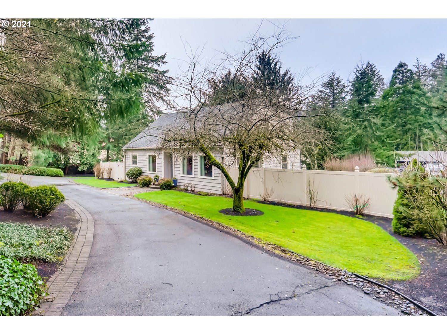 Photo for 12645 BOONES FERRY RD, Lake Oswego, OR 97035 (MLS # 21186477)