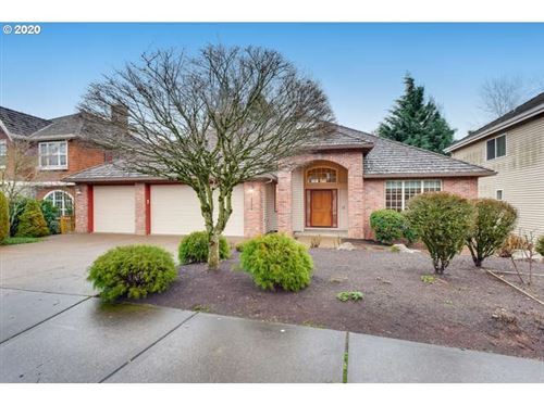 Photo of 2722 BEACON HILL DR, West Linn, OR 97068 (MLS # 20440478)