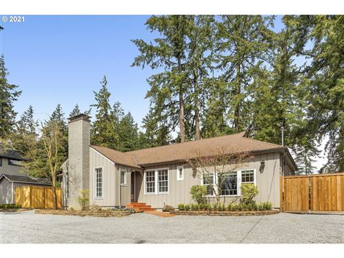 Photo of 537 COUNTRY CLUB RD, Lake Oswego, OR 97034 (MLS # 21591484)