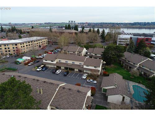 Photo of 12052 N JANTZEN BEACH AVE, Portland, OR 97217 (MLS # 20245485)