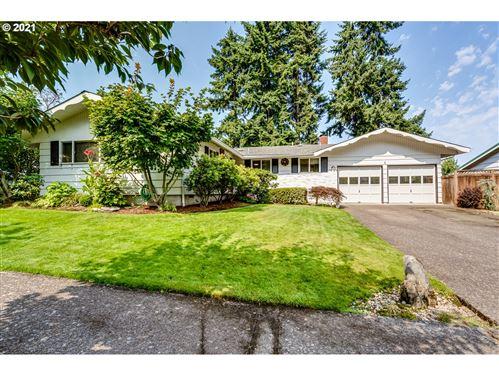 Photo of 3440 ONYX ST, Eugene, OR 97405 (MLS # 21065495)