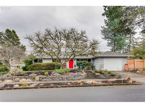 Photo of 1340 SW HUNTINGTON AVE, Portland, OR 97225 (MLS # 21157509)
