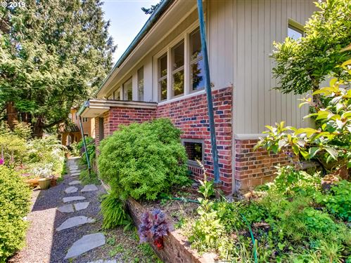 Photo of 2972 SW CHAMPLAIN DR, Portland, OR 97205 (MLS # 20005513)