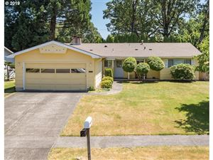 Photo of 6770 SW OAKWOOD DR, Beaverton, OR 97008 (MLS # 19183518)