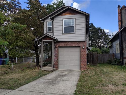 Photo of 8238 N FISKE AVE, Portland, OR 97203 (MLS # 19291525)