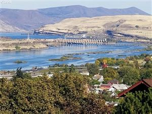 Photo of 319 E SCENIC DR, The Dalles, OR 97058 (MLS # 18093530)
