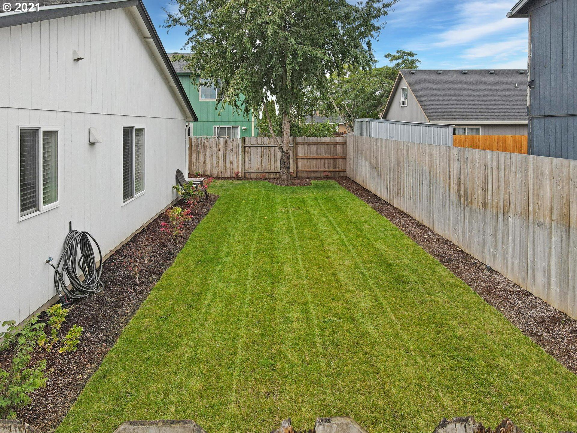 Photo of 184 E HEMLOCK DR, Gervais, OR 97026 (MLS # 21605534)