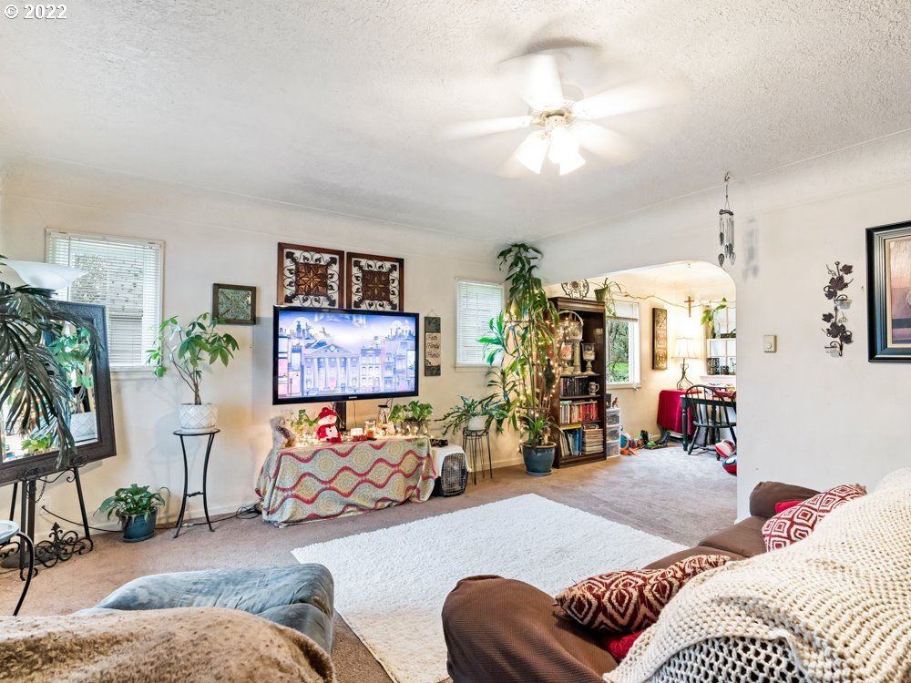 Photo of 1950 NE HIGHWAY 99W, McMinnville, OR 97128 (MLS # 21505535)