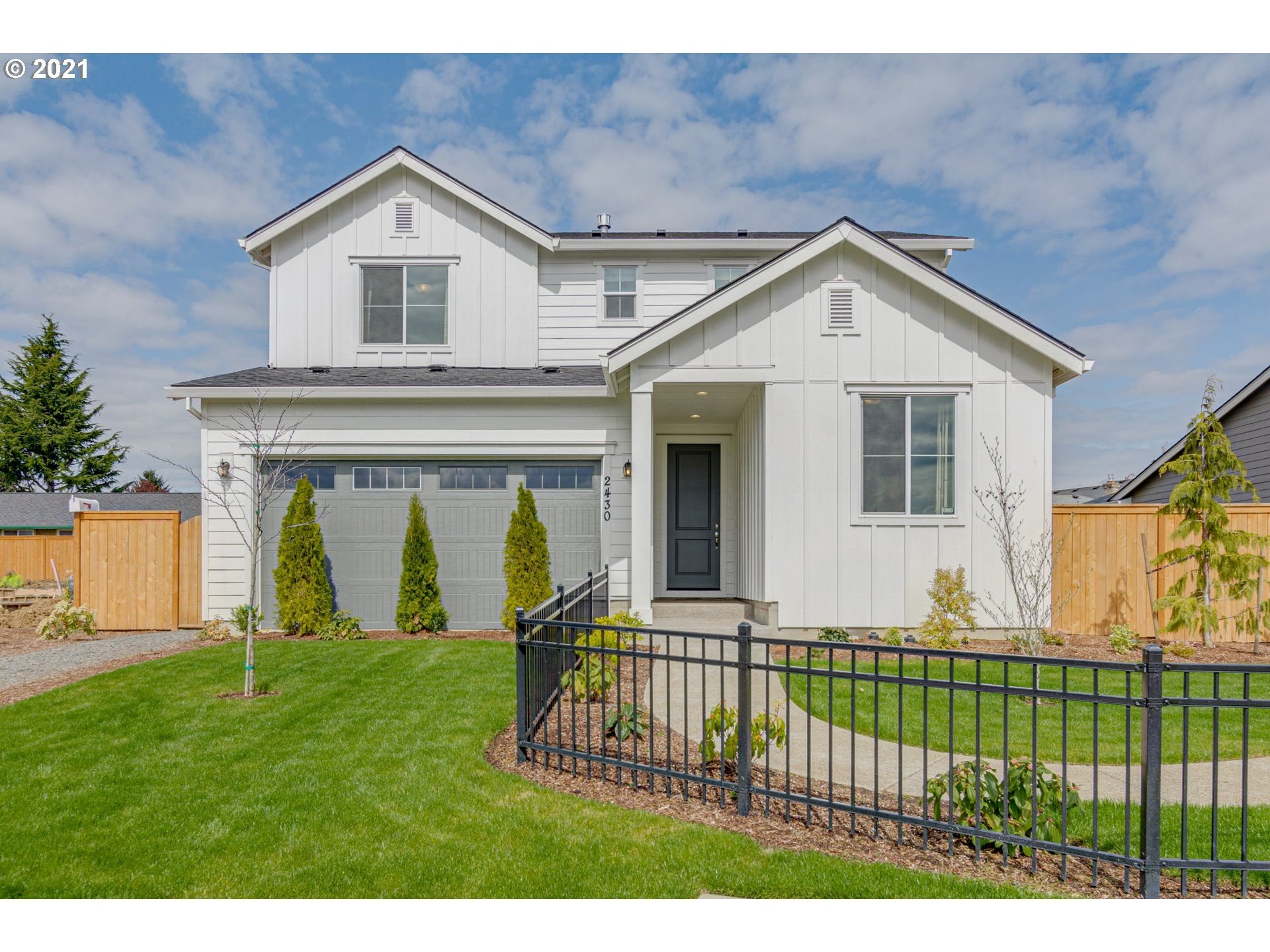 Photo of 1529 NE 12th PL, Canby, OR 97013 (MLS # 21179540)
