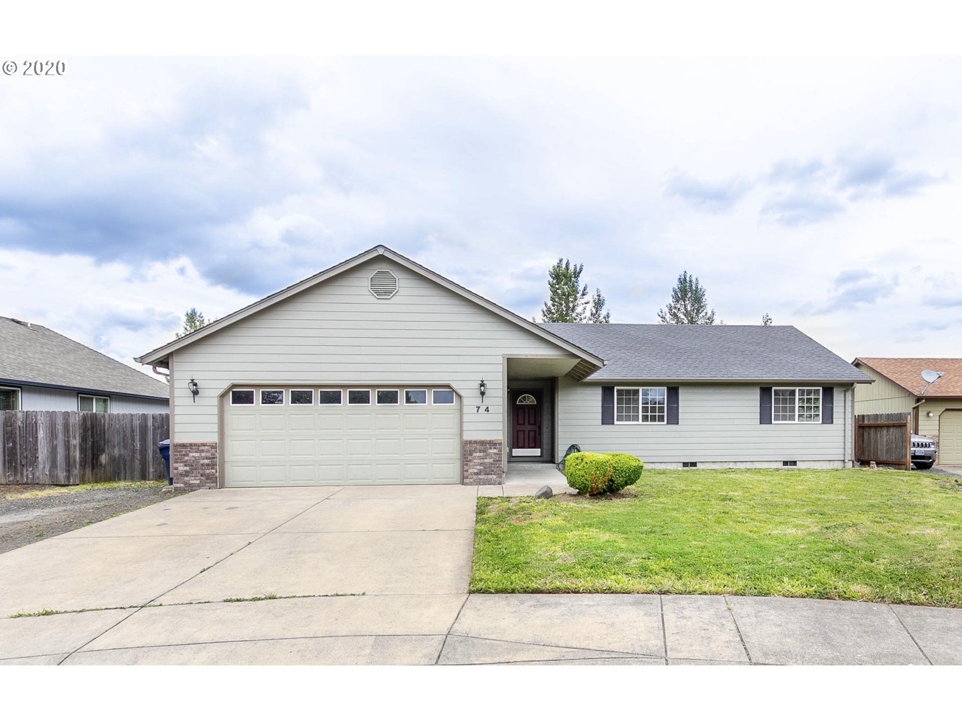 Photo for 74 SANDALWOOD LOOP, Creswell, OR 97426 (MLS # 20131543)