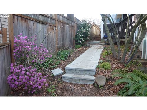 Tiny photo for 1015 MONTELLO, Hood River, OR 97031 (MLS # 21279545)