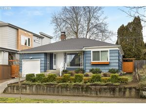 Photo of 4135 SE EVERGREEN ST, Portland, OR 97202 (MLS # 19488547)