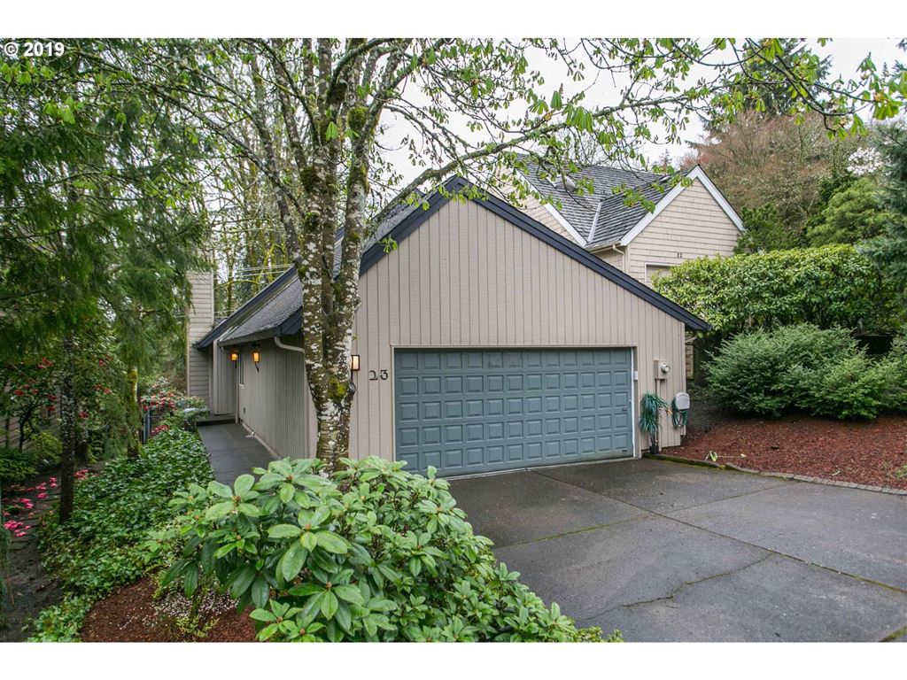 Photo for 23 MOUNTAIN CIR, Lake Oswego, OR 97035 (MLS # 19184555)