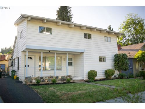 Photo of 623 N 10TH ST, Cottage Grove, OR 97424 (MLS # 21119559)
