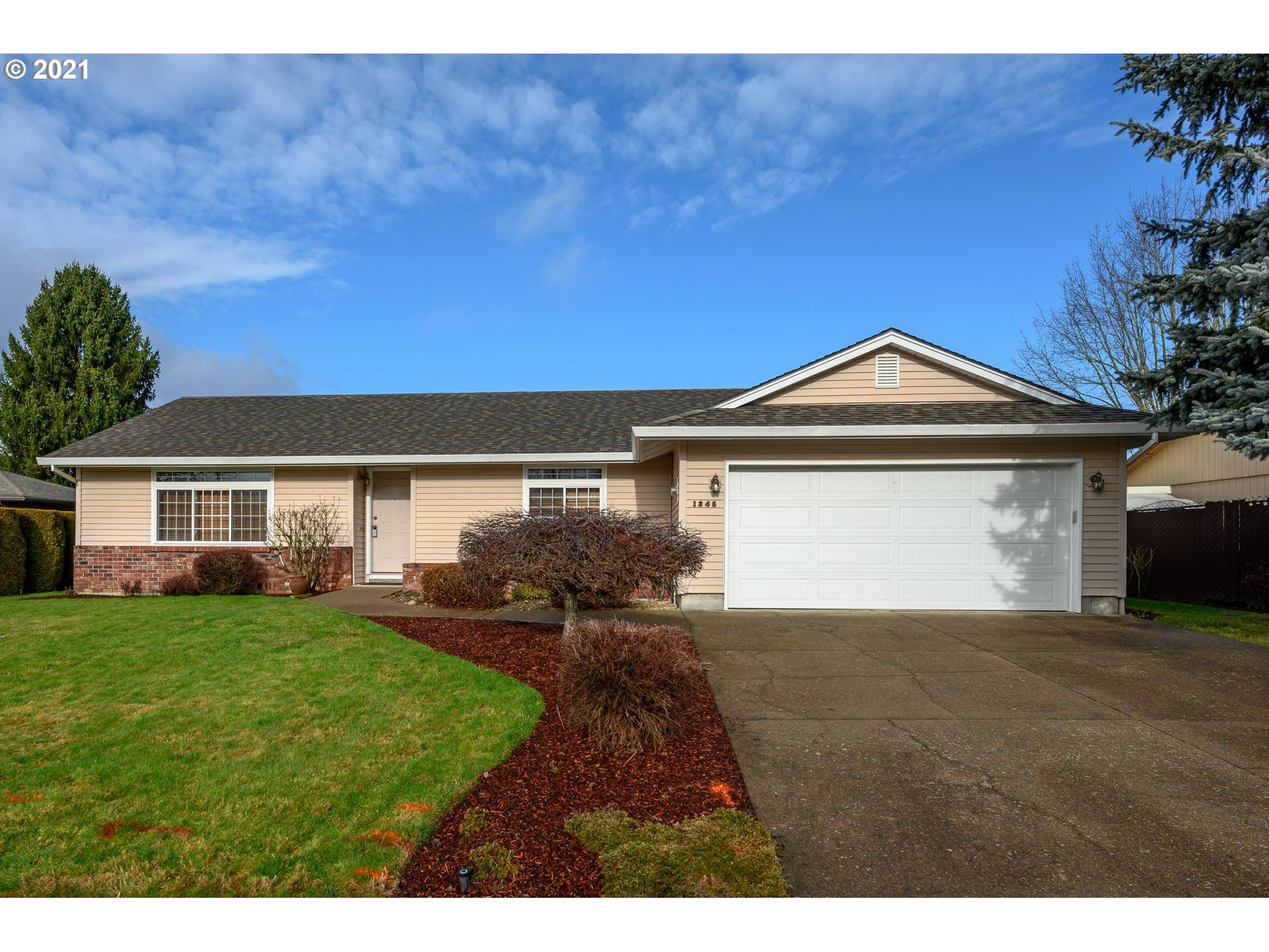 Photo for 1345 SW GILSON ST, McMinnville, OR 97128 (MLS # 21244578)