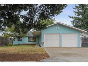 Photo of 2922 SE 136TH AVE, Portland, OR 97236 (MLS # 19553587)