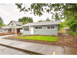 Photo of 10106 SE SCHILLER ST, Portland, OR 97266 (MLS # 19038596)
