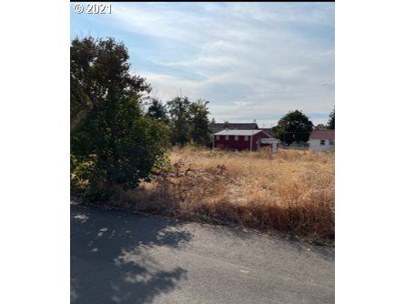 Photo of 500 W MAIN ST, Molalla, OR 97038 (MLS # 21462598)