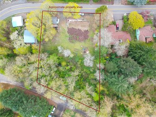 Photo of 2008 SW TAYLORS FERRY RD, Portland, OR 97219 (MLS # 20470602)
