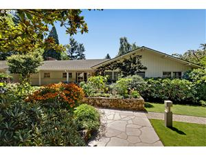 Photo of 5040 SW DOWNS VIEW CT, Portland, OR 97221 (MLS # 19367622)