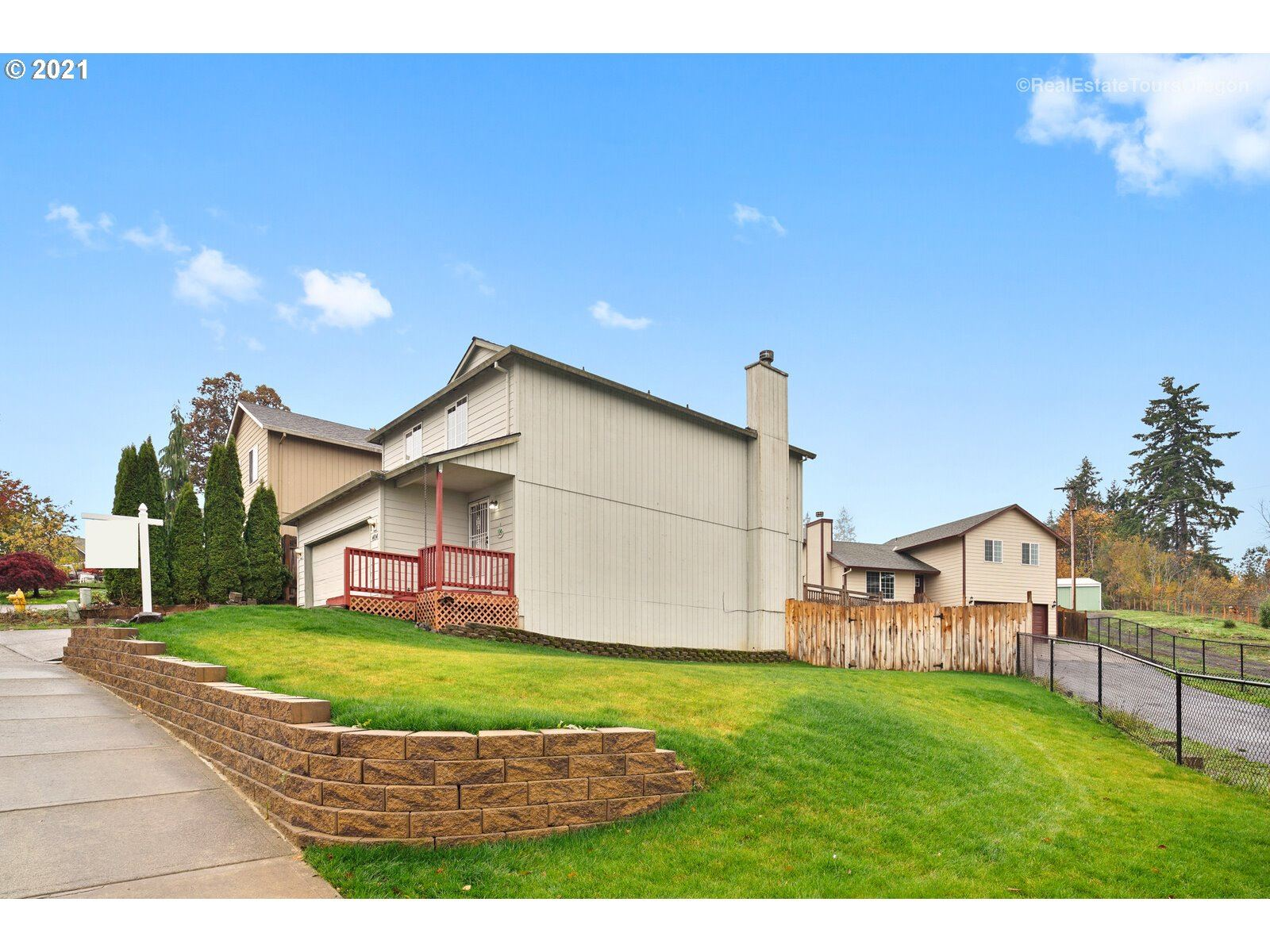 Photo of 404 TRAIL ST, Gaston, OR 97119 (MLS # 21204625)