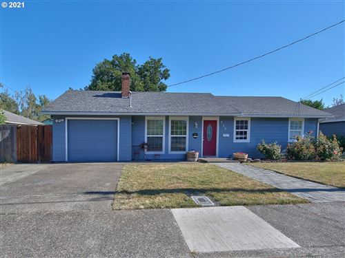 Photo of 735 NE 19TH ST, McMinnville, OR 97128 (MLS # 21360631)