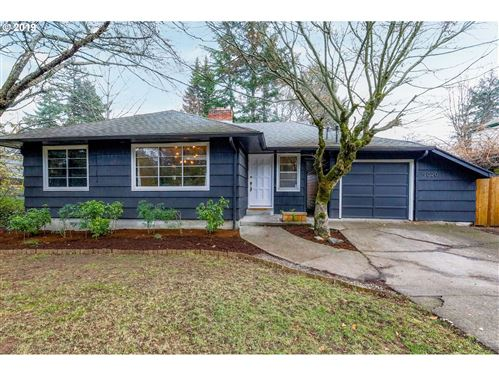Photo of 9020 SW CAPITOL HWY, Portland, OR 97219 (MLS # 19369633)