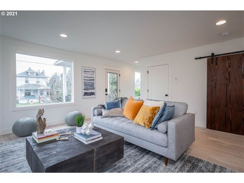 Tiny photo for 4024 N COMMERCIAL AVE, Portland, OR 97227 (MLS # 21305634)